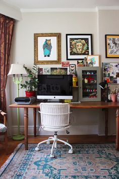 Workspace of illustrator Jacqui Oakley.