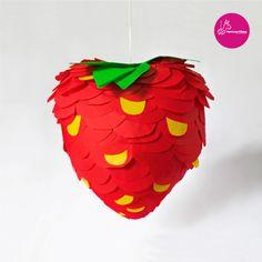 Fruchtige Erdbeer-Piñata zum Geburtstag / strawberry piñata as birthday party accessory made by Chamucos-pinatas via DaWanda.com
