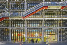 The Centre Pompidou in Paris. Renzo Piano, Richard Rogers, and Gianfranco Franchino. Architecture Portfolio, Architecture Photo, Modern Architecture, Architecture Diagrams, Renzo Piano, Monuments, Richard Rogers, Super Mario Land, Paris Landmarks