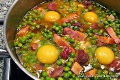 Ovos escalfados com ervilhas