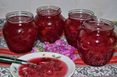 Dulceață de trandafiri Gem, Salsa, Food, Essen, Jewels, Salsa Music, Meals, Gemstone, Gemstones