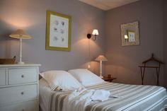 Location ile de Ré : Villa-gîte IRIS 2 à 5 pers(2ch) 46m² dans demeure de charme grand confort Vue Satellite, Lit Simple, Iris, Villa, Bed, Photos, Furniture, Home Decor, Full Size Beds