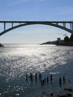 A ponte ... é uma passagem! ... // Ponte da Arrábida. Rio Douro. Porto mira-gaia 2008 julho // Fto Olh 01 045 a ponte é uma passagem 20080819 0306 // Fto Olh 01 046 a ponte é uma passagem 20080820 0201
