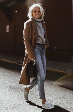 30 Winter Outfits That Are Chic And Warm - Outfits - Wintermode Sneakers Fashion Outfits, Winter Fashion Outfits, Mode Outfits, Autumn Winter Fashion, Jeans Outfit Winter, Autumn Outfits, Turtleneck Outfit Winter, Chic Outfits, Winter Outfits 2019