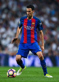 Sergio Busquets of FC Barcelona runs with the ball during the La Liga match between Real Madrid CF and FC Barcelona at the Santiago Bernabeu stadium on April 23, 2017 in Madrid, Spain.