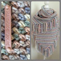 Ik had nog 1 bol van elke kleur Julia wol van Zeeman en haakte de omslagdoek in granietsteek met het patroon van byclaire