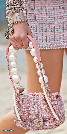 ba282eeea988 Chanel Spring/Summer 2019 RTW -Details#bag#accessories Chanel Couture, Haute