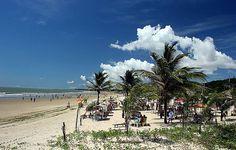 São Luís, estado do Maranhão, Brasil - Praia Calhau.  Barracas garantem sombra e água fresca.