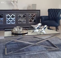 Gözde hanımın sofistike ve dingin evi. The chrome mirror table complements the sophisticated atmosp Living Room Furniture, Home Furniture, Living Room Decor, Bedroom Decor, Dining Room, Drawing Room Furniture, Mirrored Coffee Tables, Nature Decor, Home Decor Styles