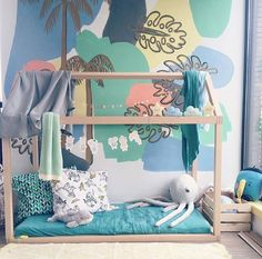 How not love this colourful kids room with a desert island/sea theme?