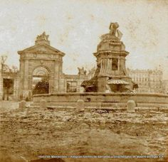 La fuente de los Mascarones y detrás la Puerta de San Vicente. Posiblemente de Laurent. Hacía 1860.  Read more: http://historias-matritenses.blogspot.com/2016/07/antiguas-fuentes-de-barriadas-y.html#ixzz4YfC2Eo00