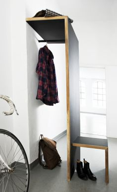 Garderobe malet med tavlemaling / h 191 cm, b 102 cm, d cm Staircase Shelves, Staircases, Wood Working For Beginners, Entryway Bench, Wardrobe Rack, Interior Design, House Styles, Storage, Inspiration