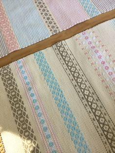 Touhua ja töminää: Kaks mattokaverusta Projects To Try, Weaving, Quilts, Blanket, Rugs, Farmhouse Rugs, Fabrics, Quilt Sets, Loom Weaving