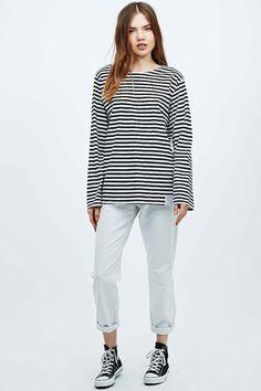 a30ba9b0f5c Urban Renewal Vintage Surplus – Langärmliges T-Shirt mit Streifen in  Schwarz und Weiß Breton