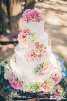 Свадебные торты с живыми цветами