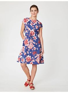 With a vibrant, exclusively designed print, our floral tie waist dress is sustainably made from Tencel and is perfect for summer occasion wear. With functional side pockets and feminine cap sleeves this unique print dress comes in a flattering fit. Skirts For Sale, Dresses For Sale, Dresses For Work, Eco Clothing, Made Clothing, Floral Dress Outfits, Dress Casual, Occasion Wear, Ethical Fashion