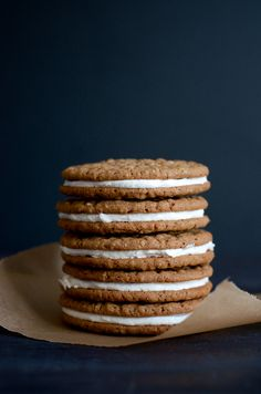 These Homemade Oatmeal Cream Pies are so much better than their store-bought counterparts and are made completely from scratch! Plus, they can be made ahead and are freezer-friendly! An absolutely delicious dessert to feed a crowd! Oreo Dessert, Dessert Bars, Yummy Cookies, Yummy Treats, Sweet Treats, Shortbread Cookies, Baking Recipes, Cookie Recipes, Dessert Recipes
