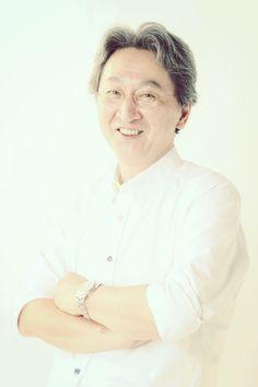ゲスト◇永嶋勝美(Katsumi Nagashima) 1953年、東京都出身。デザイナー、アートディレクターを経て1980年に写真家に転向。ファッション・静物を主とした広告写真を手がける。1982年より海外を歩きまわり作品を撮りはじめ、1989年よりパリを拠点に活動を開始。1994年より写真作家活動に専念する。2011年DGSM Printを開発・公開する。現在は写真作家、アートディレクター、テクニカルアドバイザー、DGSM開発者としても活躍中。公益社団法人日本広告写真家協会正会員、公益社団法人日本写真協会会員、一般社団法人日本写真学会会員。
