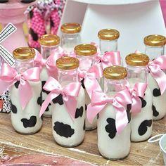 Super Ideas Birthday Ideas Diy For Girls Cow Birthday Parties, Country Birthday Party, Cowgirl Birthday, Cowgirl Party, Farm Animal Birthday, Farm Birthday, Baby First Birthday, Diy Birthday, Birthday Ideas