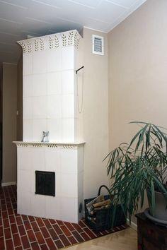 Handmade tile stove. Kaakeliuuni kotimaisena käsityönä. Handmade Tiles, Stoves, Your Space, Home Decor, Decoration Home, Skillets, Room Decor, Stove, Bakeries