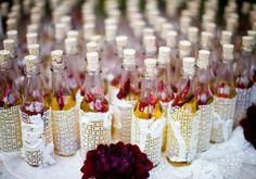 Se você pensa em fazer uma cerimônia rústica, confira 10 dicas geniais de lembrancinhas de casamento rústicas que podem ser feitas em casa! Veja agora!