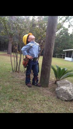 Mini lineman for Halloween. Matthew would die to have this happen one day!