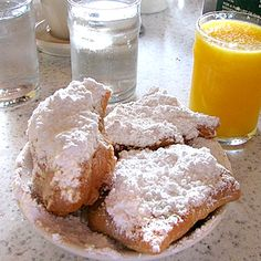 The Beignet: A New Orleans doughnut. Sounds delicious but probably not the best food to eat on a first date, or with co-workers, or when wearing all black. Health's state by state guide to the 50 Fattiest Foods in America. Louisiana Chicken Pasta, Louisiana Crawfish, Creole Recipes, Cajun Recipes, Louisiana Recipes, Southern Recipes, Southern Desserts, Southern Food, Beignets