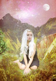 Model shot: Mirish The Starchild Tarot © Danielle Noel