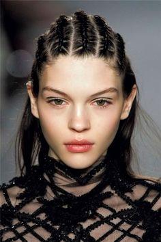 Peinados con trenzas para el verano, más ideas aquí... http://www.1001consejos.com/top-10-peinados-con-trenzas/