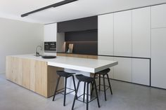 Excellent living kitchen room are offered on our web pages. Kitchen Counter Design, Kitchen Island With Seating, Kitchen Room Design, Modern Kitchen Design, Home Decor Kitchen, Modern House Design, Interior Design Kitchen, Kitchen Ideas, Wood Floor Pattern
