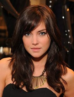 Looking for some Sexy Side Fringe Hairstyles? Discover 10 Sexy Side Fringe Hairstyles For Long Hair. Side Fringe Hairstyles, Hairstyles With Bangs, Pretty Hairstyles, Fringe Haircut, Layered Hairstyles, Hairstyle Ideas, Easy Hairstyles, Hair Day, New Hair