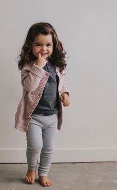 Baby clothes should be selected according to what? How to wash baby clothes? What should be considered when choosing baby clothes in shopping? Baby clothes should be selected according to … Fashion Kids, Little Girl Fashion, Toddler Fashion, Fashion Fashion, Fashion Hacks, Fashion Trends, Toddler Girl Style, Toddler Girl Outfits, Trendy Toddler Girl Clothes