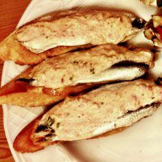 Tosta de Anchoas y crema de Centollo en Gipúzcoa.  Acompañalas con Txakoli! por Oswaldo Oliva, Cocinero en Mugaritz  http://www.onfan.com/es/especialidades/san-sebastian/bar-txepetxa/tosta-de-anchoas-y-crema-de-centollo?utm_source=pinterest&utm_medium=web&utm_campaign=referal