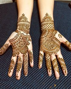50 Most beautiful Indore Mehndi Design (Indore Henna Design) that you can apply on your Beautiful Hands and Body in daily life. Circle Mehndi Designs, Very Simple Mehndi Designs, Mehndi Designs Front Hand, Latest Henna Designs, Henna Designs Feet, Arabic Henna Designs, Mehndi Designs For Girls, Mehndi Simple, Wedding Mehndi Designs