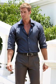 William Levy,looks good even with clothes on Beautiful Men Faces, Gorgeous Men, William Levi, Stylish Men, Men Casual, Costume Sexy, Herren Outfit, Hommes Sexy, Hot Hunks