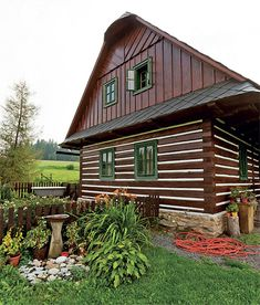 Chalupa na šťastném kopci | Chatař & Chalupář Wooden Cottage, Swiss Chalet, Vernacular Architecture, Home Fashion, Traditional House, Tiny House, Shed, Outdoor Structures, Cabin