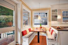 Раздельные сиденья в кухонном уголке с боковыми и вертикальными ящиками