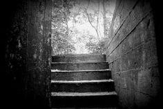 uważajcie na schodach, są bardzo wilgotne. w podziemiach pełno wody! #MiastoHel #pomorskie #bunkry #wakacje