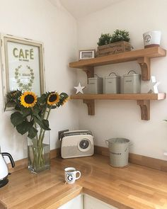 Lovely kitchen open shelving! Country Kitchen, New Kitchen, Kitchen Decor, Kitchen Plants, Kitchen Shelves, Kitchen Flooring, Decoration, Room Interior, Cool Kitchens