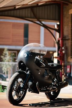 Brad's Moto Guzzi v7 Cafe Racer – Throttle Roll