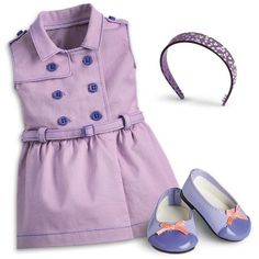 This adorable trench-style belted dress is just right for exploring the city and seeing the sights! Includes ballet shoes with bows and a printed headband. American Girl Outfits, American Girl Cakes, American Girl Doll Sets, All American Girl, Girl Doll Clothes, Girl Dolls, Cosas American Girl, Girls Furniture, Girl Fashion