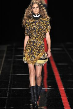 Take a look to Just Cavalli Collections Fall Winter 2013-14collection: the fashion accessories and outfits seen on Milano runaways.