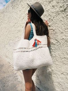 Day Tripper Bag Pattern by TwoOfWandsShop // crochet pattern for beach tote weekend bag crochet large boho purse // two of wands