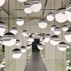 Lee Broom transforma tienda de Londres en la instalación del arte de Op abstracta