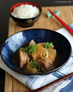 Pork belly with Daikon. Melt-in-your-mouth tender pork belly simmered with daikon Easy Japanese Recipes, Asian Recipes, Japanese Food Sushi, Japanese Diet, Pork Belly Recipes, Asian Cooking, Fun Cooking, Lunch Menu, Pork Dishes