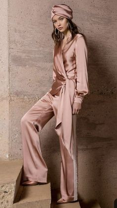 Fashion show by Jonathan Simkhai Resort 2019 . - Jonathan Simkhai Resort 2019 fashion show - Fashion Week, Look Fashion, Runway Fashion, High Fashion, Fashion Beauty, Fashion Design, Fashion Trends, Fashion Bella, Fashion Edgy