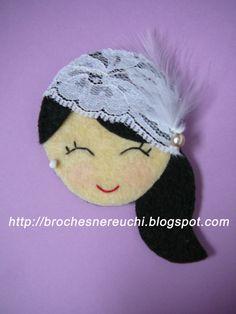 BROCHES NEREUCHI: BROCHES PARA LA BODA DE KIKE Y SEFI Felt Fabric, Fabric Dolls, Fabric Art, Felt Diy, Felt Crafts, Felt Flowers, Fabric Flowers, Sewing Crafts, Sewing Projects