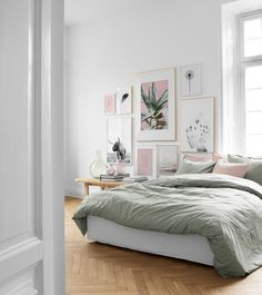 Find inspiration for how to decorate the bedroom with posters from Desenio. Combinations of prints for the bedroom in various art styles, colors, and sizes that go well together in the home's safe haven. Home Bedroom, Bedroom Wall, Bedroom Furniture, Bedroom Decor, Nordic Bedroom, Dispositions Chambre, Gallery Wall Bedroom, Gallery Walls, Art Gallery