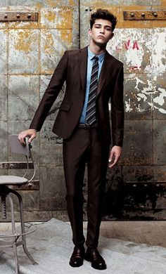 Be Bolder - Opt For A Dark Brown Outfit - Gentleman Lifestyle Sharp Dressed Man, Well Dressed, Fashion Moda, Suit Fashion, Style Fashion, Blue Shirt Combination, Jean Porter, Brown Suits For Men, Suit Combinations