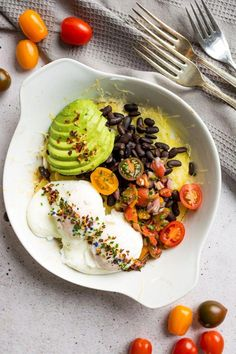 A delicious and easy, baked breakfast Huevos Rancheros is guaranteed to turn your morning up a notch Full of tomatoes, onions, black beans, potatoes and cheese what more could you want from a breakfast plate ! Mexican Food Recipes, Vegetarian Recipes, Cooking Recipes, Healthy Recipes, Brunch Recipes, Breakfast Recipes, Breakfast Ideas, Mexican Breakfast, Clean Eating